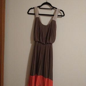 Jessica Simpson size 6 accordion pleated dress